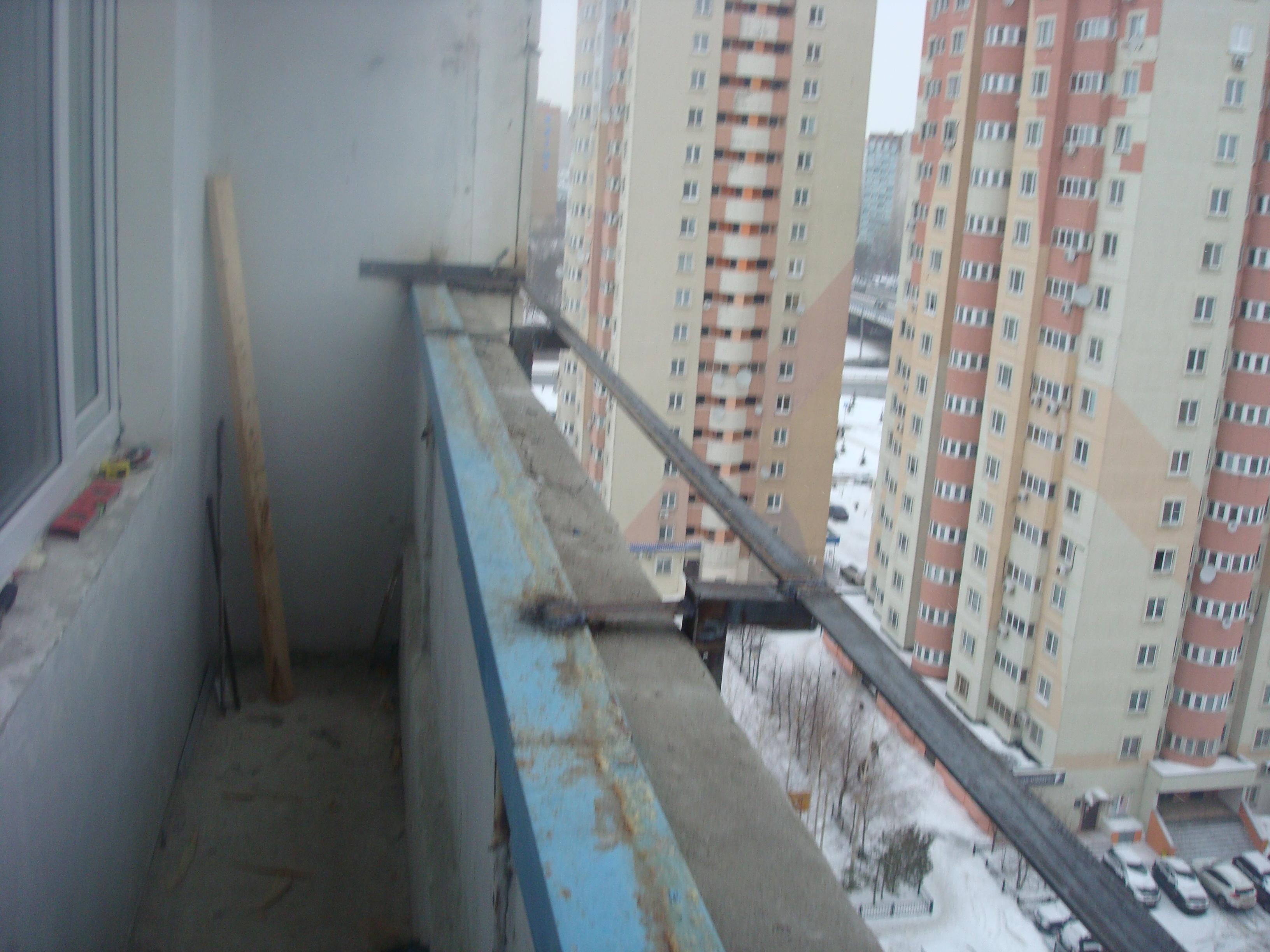 Остекление балкона раздвижными пластиковыми окнами slidors и.